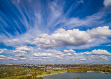 Lublin do ar Nuvens sobre a lagoa Zemborzycki Imagem de Stock