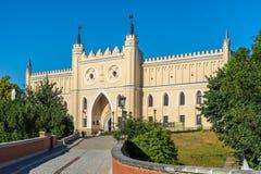 LUBLIN, POLÔNIA - Juni 07, 2018: Porta da entrada principal da parte neogótica do castelo de Lublin fotos de stock