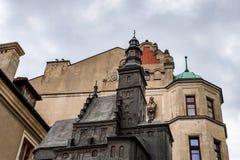 Lublin, Polen - 14. Mai 2019: Anstelle der Ruinen ist ein Modell der Kirche, gemacht vom Metall lizenzfreie stockbilder