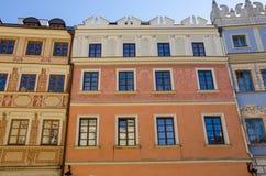 Lublin, Polonia - casas de vivienda viejas en plaza del mercado Fotos de archivo