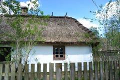 LUBLIN POLSKA, KWIECIEŃ, - 27: Stary dom z poszycie dachem w ope Obraz Stock