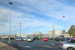 LUBMIN TYSKLAND - OKTOBER 23 2017: Parkeringsplats av den tidigare Greifswald kärnkraftverket Arkivbilder