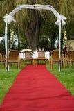 Ślubny łuk z czerwonym chodnikiem Zdjęcie Royalty Free
