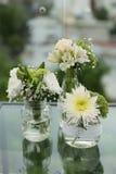 Ślubna dekoracja z naturalnym kwiatu centerpiece Zdjęcia Stock