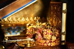 Ślubna korona i bokeh obraz stock