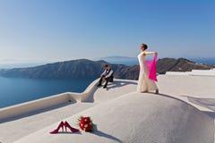 Ślubna para na dachu Zdjęcia Stock