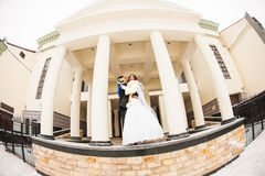 Ślubna para w zimie Obrazy Royalty Free