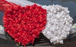 Ślubna samochodowa dekoracja w postaci serc Zdjęcia Stock