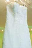 Ślubna suknia na wieszaku Zdjęcie Stock