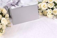 Ślubni prezenty z zaproszenie kopertami Fotografia Royalty Free
