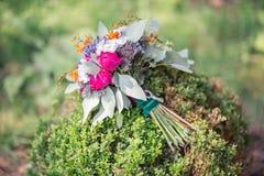 Ślubny bukiet z stubarwnymi kwiatami Fotografia Royalty Free