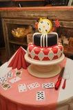 Ślubny tort w Alice w kraina cudów stylu Fotografia Royalty Free