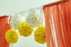 Ślubny wystrój kwitnie w korala stylu Zdjęcia Stock