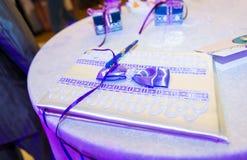Ślubny zaproszenie na stole Zdjęcia Stock