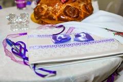 Ślubny zaproszenie na stole Fotografia Royalty Free