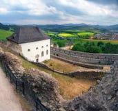 从Lubovna,斯洛伐克城堡的一个多云看法  图库摄影