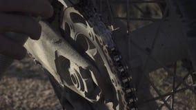 Lubricación de cadena de la motocicleta almacen de video