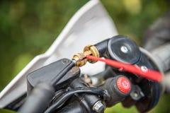 Lubricante de los cables de frenado de la motocicleta imagen de archivo libre de regalías