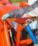 Lubrificazione del pistone del trattore Fotografie Stock