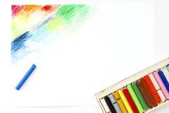 Lubrifichi l'arte variopinta di raccolto dei pastelli dei pastelli che attinge il Libro Bianco immagine stock libera da diritti