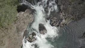 Lucía se cae caída del agua almacen de video