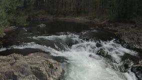 Lucía se cae caída del agua metrajes