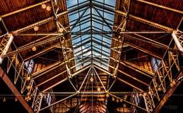 Lucarne architecturale d'entrepôt et plafond ouvert photographie stock