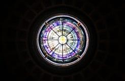 Lucarne d'une église à Rome image stock