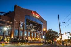 Lucas Oil Stadium binnen de stad in van Indianapolis, Indiana stock foto's