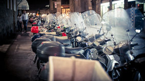 Lucca, Ιταλία - 4 Σεπτεμβρίου 2014: Μοτοσικλέτες μηχανικών δίκυκλων που σταθμεύουν η μια από την άλλη Στοκ Φωτογραφία
