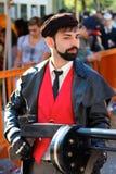 Lucca-Comics- und -spielperson mit Gewehr Stockfoto