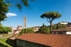 Lucca con la basílica de San Frediano - Italia Imágenes de archivo libres de regalías