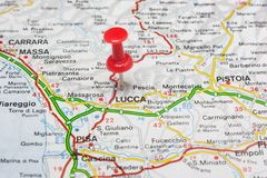 Lucca fijó en un mapa de Italia Imagen de archivo libre de regalías