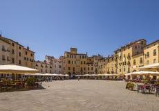 Lucca, Marktplatz anfiteatro Stockbilder