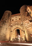 Lucca-Tor nachts Stockfotos