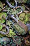 Lucchetti assortiti e chiavi Immagini Stock Libere da Diritti