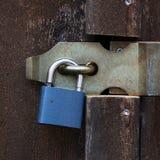 Lucchetto con un fermo del ferro Fotografie Stock Libere da Diritti
