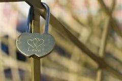 Lucchetto di amore dei cuori collegati Fotografie Stock Libere da Diritti