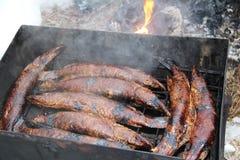 Luccio affumicato del pesce nell'affumicatoio Fotografia Stock
