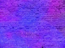 Luce al neon reale sul muro di mattoni fotografia stock libera da diritti