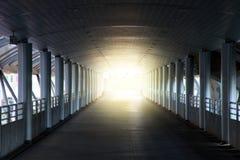 Luce all'estremità del passaggio Immagini Stock