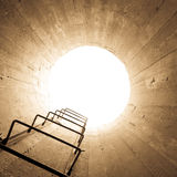 Luce all'estremit? del tunnel Immagini Stock Libere da Diritti