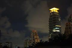 Luce alla cima di edificio residenziale Immagine Stock Libera da Diritti