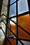 Luce attraverso la finestra abbandonata Immagini Stock