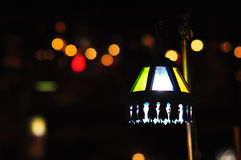 Luce a bassa velocità di elettricità dell'otturatore del fuoco della sfuocatura di notte di Bokeh fotografia stock libera da diritti
