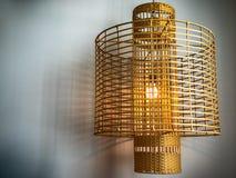 Luce con paralume di vimini, stile rustico del pendente Fotografie Stock Libere da Diritti
