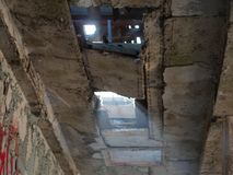 Luce dal soffitto rotto fotografia stock libera da diritti