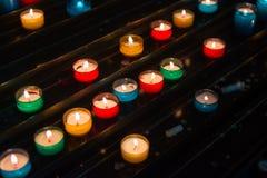 luce dalla candela nello scuro Fotografia Stock Libera da Diritti