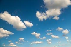 Luce del giorno del cielo e nuvole bianche Fotografie Stock