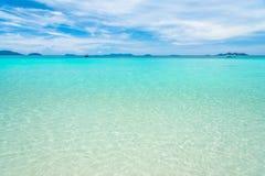 Luce del giorno del sole della sabbia del cielo blu della spiaggia del mare Fotografie Stock Libere da Diritti